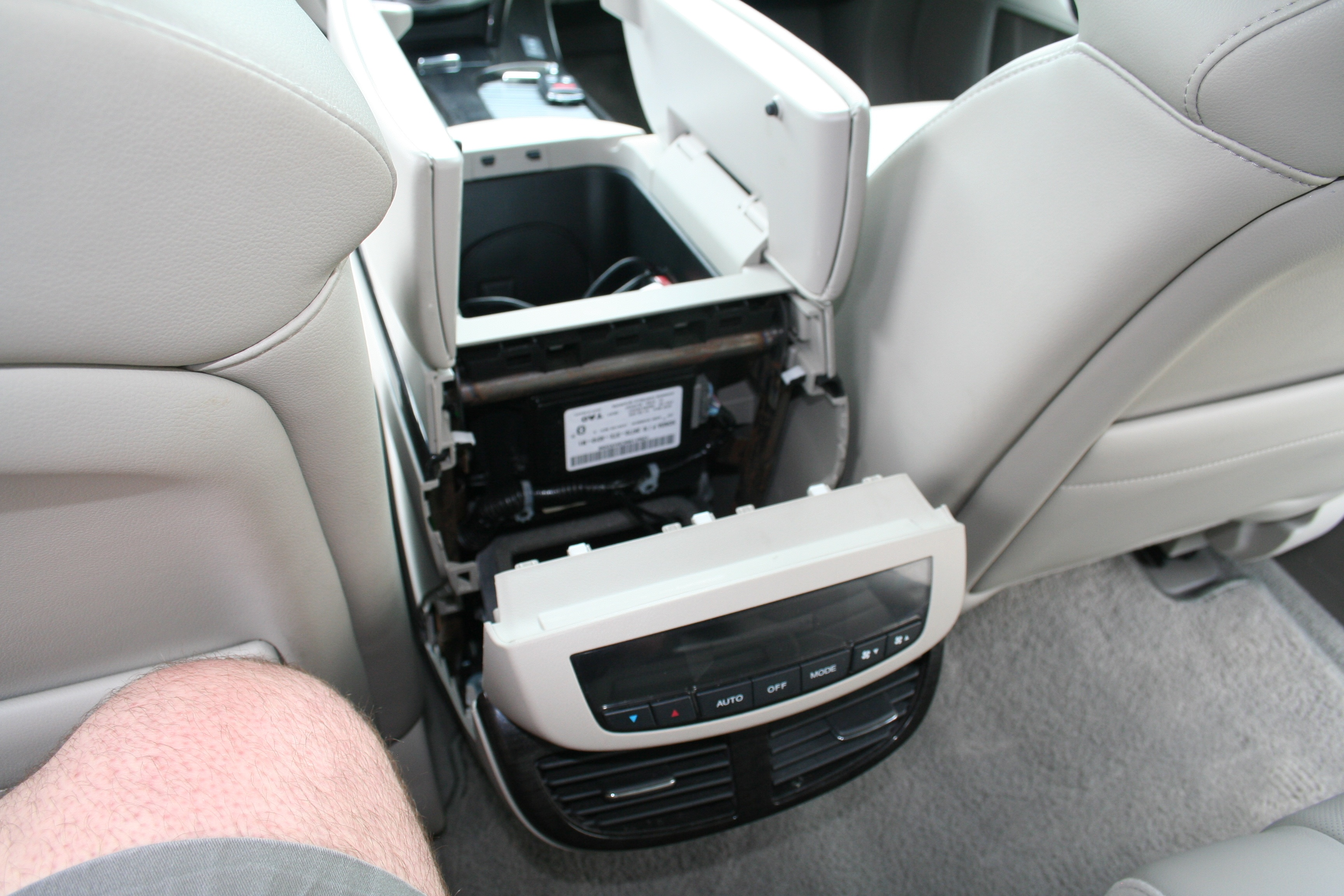 41339d1273975560 new usa spec ipod adapter 2007 mdx out works great img_0675 how to replace or upgrade 2nd gen center arm rests acura mdx forum