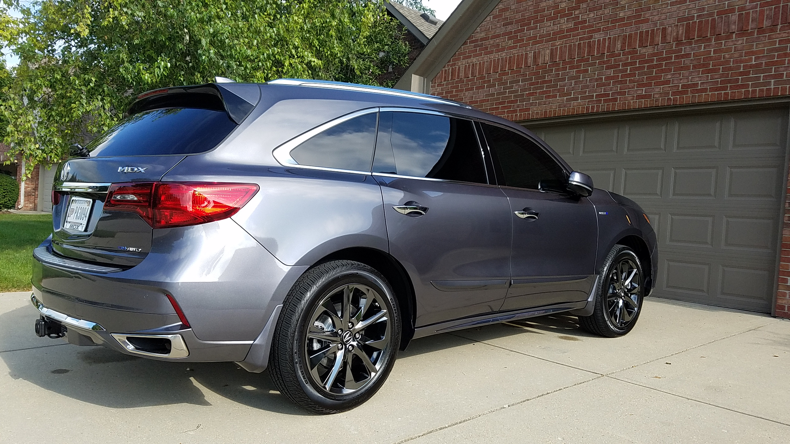 Hybrid With Tow Hitch And Painted Splash Guards Photos - 2018 acura mdx hitch